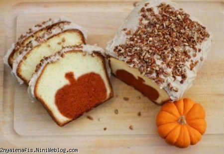 آموزش کیک سیب قهوه ای طرز تهیه سیب درون کیک روش درست کردن کیکی که داخل آن رنگی متفاوت با بیرونش داشته باشد،  امروز شما را با درست کردن کیکی آشنا می کنم که در هر برش آن یک سورپرایز وجود دارد. یک کیک زیبا و غافلگیر کننده که احتمالاً هر کس آن را ببیند روش تهیه کیک را از شما خواهد پرسید. peekaboo pumpkin pound cake