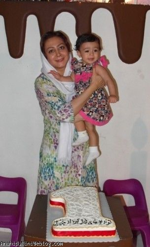 من و آناهید و کیک تولد