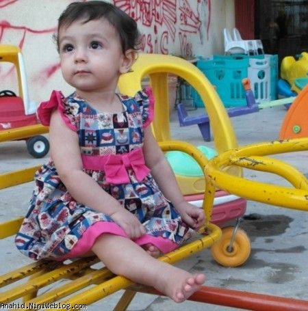 فرار به حیاط برای آروم کردن آناهید با وسایل بازی