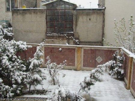 اولین بارش برف بعد از تولد بردیا- حیاط خونه
