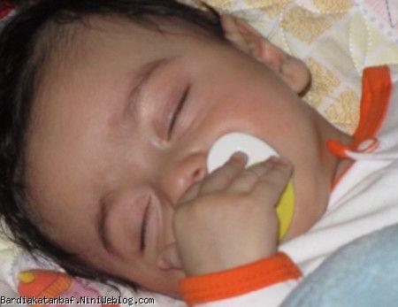 بردیا در حال خوابیدن