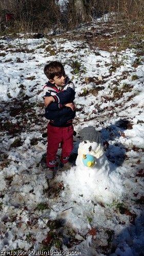 این هم امروز برف بازی
