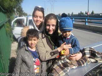 عكس يادگاري در خيابان كنار كوه صفه اصفهان