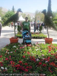 مهبد و بابا مهدي در باغ ارم