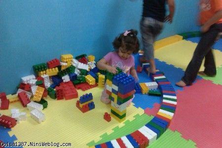 گلسا جون دختر کوچولوی خانه بازی بادبادک