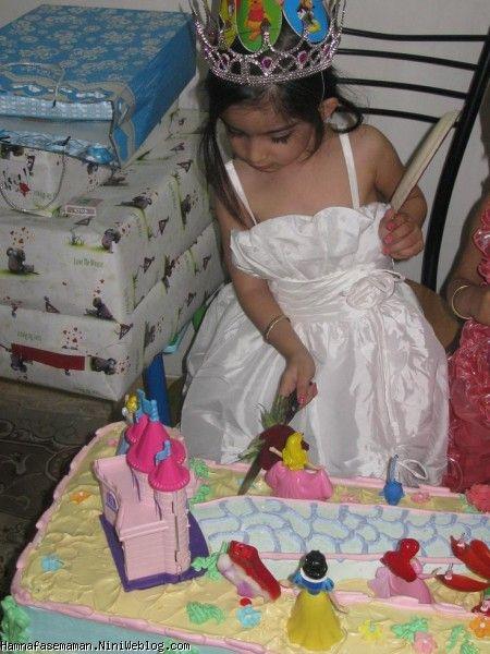 بریدن کیک دختر نازم