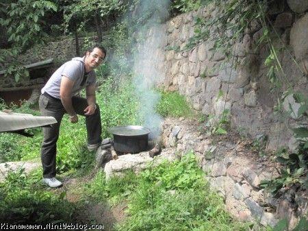 باباجون در حال آشپزی
