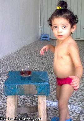 در حال بازی و خوردن صبحونه سرپایی
