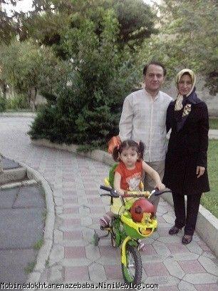 دوچرخه سواری مبینا خانم  در کنار ما مان  فاطمه و یایا مسعود