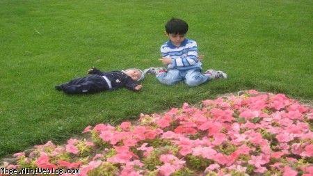 مجتبی شش ساله در کنار داداشی محمدرضا