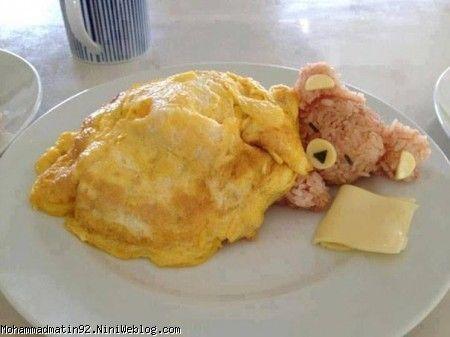 مرغ سوخاري و پنير گودا و تخم مرغ