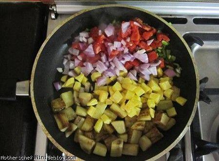 خورشت کدوبادمجان وسیب زمینی گوجه آشپزيهاي مامانم..♨ | خوراک سبزیجات