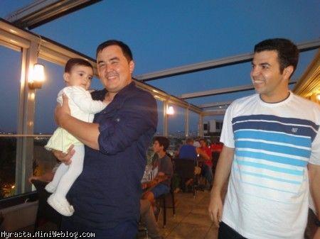 رستا توی بالکن رستوران ، بغل عمو روشان از ازبکستان!!! ( 11 ماه و 12 روزگی)