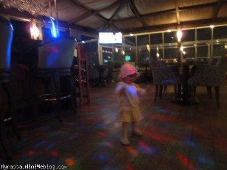 رستای خوشحال در رستوران!!! ( 11 ماه و 12 روزگی)
