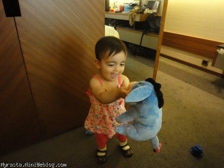 رستا و عروسک جدیدش ، الاغک !!! ( 11 ماه و 19 روزگی)