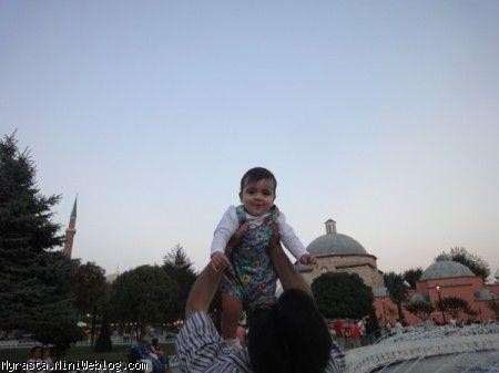 رستای خوشحال بغل بابا محسن !!! ( 11 ماه و 30 روزگی)