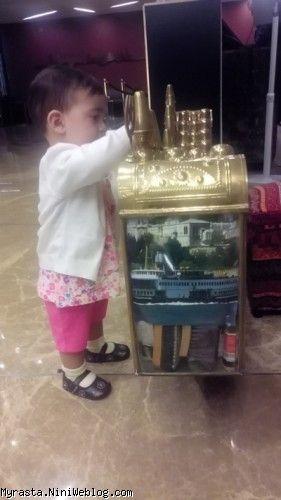 رستا در لابی هتل !! (  11 ماه و 19 روزگی )