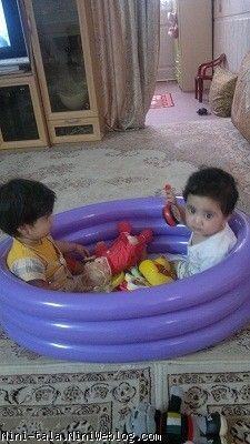 نرگسی در حال بازی با ریحانه دختر دایی حامد