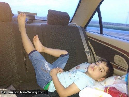 خوابیدن پرهام در ماشین