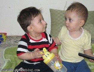 امیرعلی و محمدصدرا در حال حرف زدن