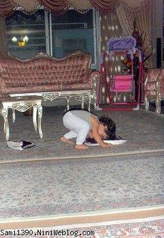 سام در حال نماز خواندن