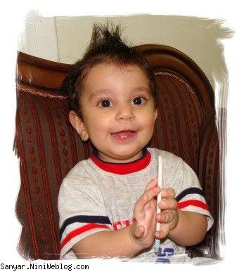 سانیار دوست داره خودش موهاشو شونه کنه